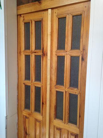 деревянная двойная дверь