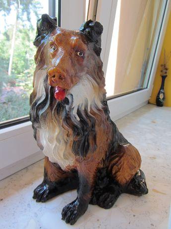 Pies siedzący, rasa typu Lessie (owczarek szkocki) - figurka ozdobna