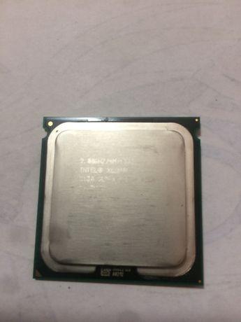 Пара процессоров intel Xeon 5130 снятых с Mac Pro 1.1