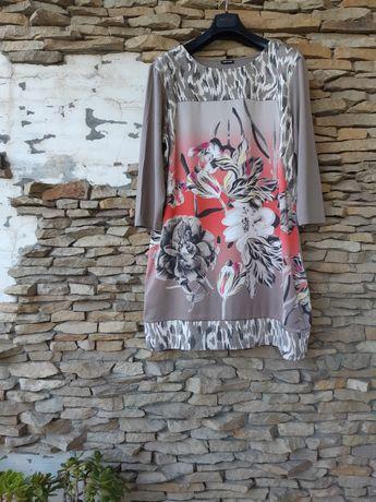 Шикарное вискозное с принтом в цветы спереди платье большого размера