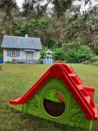 Domek na polanie w lesie