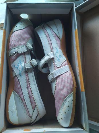 Лёгкие туфельки 37 размера