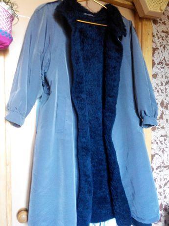 Пальто на искусственном меху.