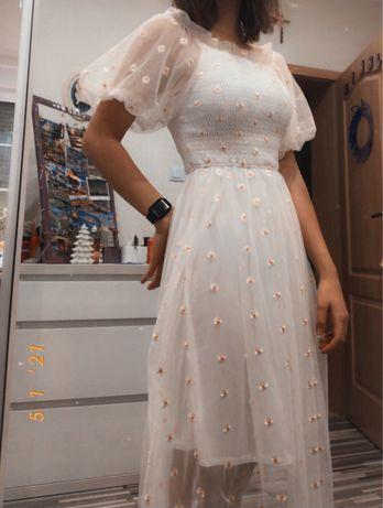 Sukienka siateczkowa w małe stokrotki hafty w stylu vintage elegancka