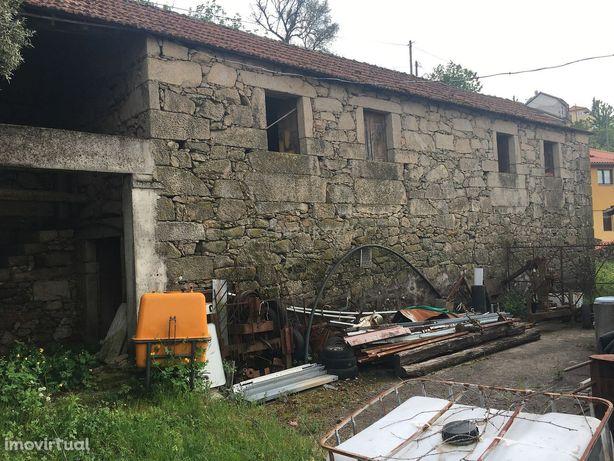 Duas Casas em Pedra para restauro e terreno no Geres com vistas  magní