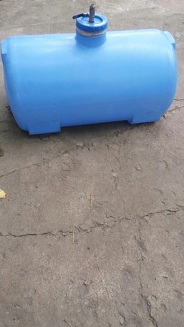 Баки пластиковые с краниками 150,100литров.