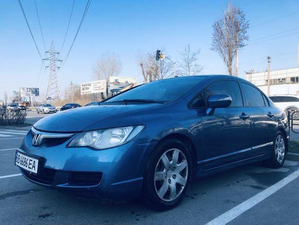 Honda Civic 8 / Бензин 1,8м3