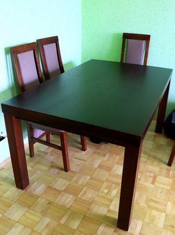 Piękny, duży, drewniany stół