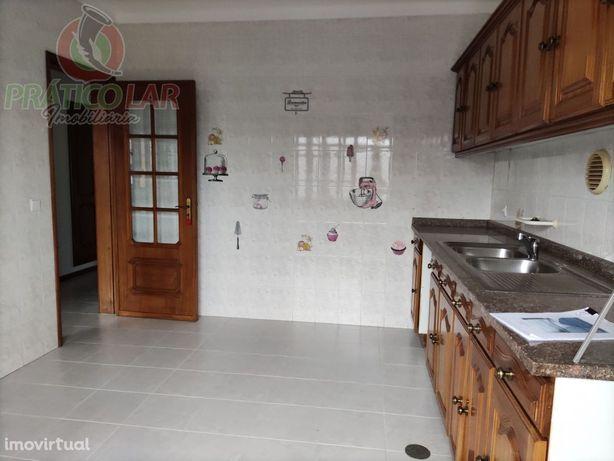 Apartamento T2 em Bustos
