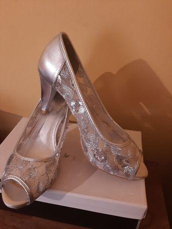 Sapatos prateados 41
