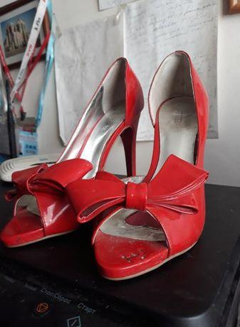 Туфли красные на высокрм каблуке