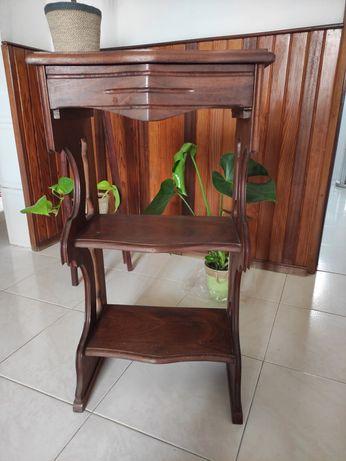 Móvel em madeira