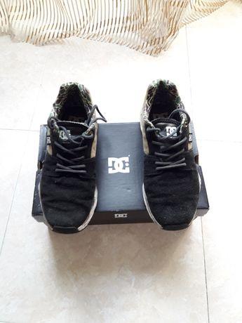 Sapatilhas DC Shoes - Tamanho 43 Pretas e castanhas