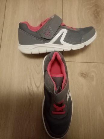 Buty sportowe dla dziewczynki.