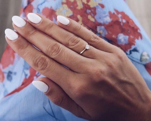 Złoty pierścionek zaręczynowy z brylantem | APART