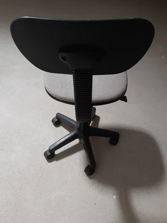 Cadeira giratória cinzenta