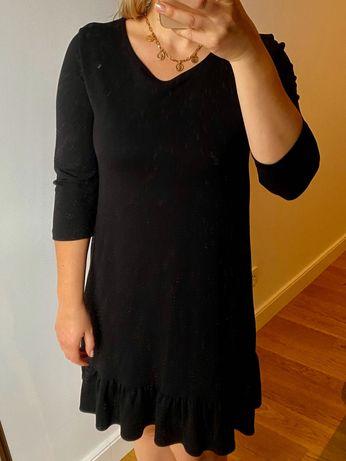 Sukienka miała czarna luźna falbanka na dole
