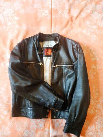 Продається жіноча шкіряна куртка.