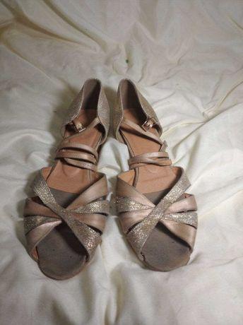 Спортивно-бальные туфли для девочки, блок-каблук. Размер 23,5 см. Б/у.