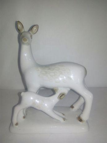 Фарфоровая статуэтка Олениха с олененком