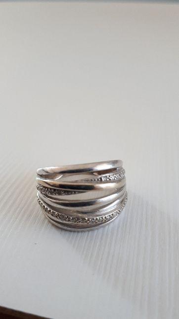 Złoty pierścionek 25 diamentów waga pierścionka 6,13g