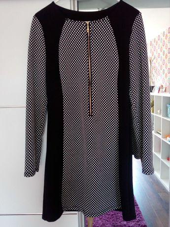 Sukienka r. M wyszczuplający wzór
