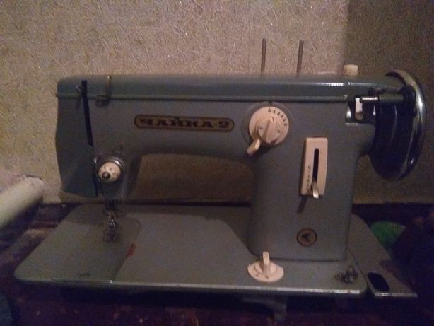 Продам швейную машинку Чайка-2