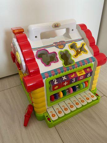 Domek z pianinkiem