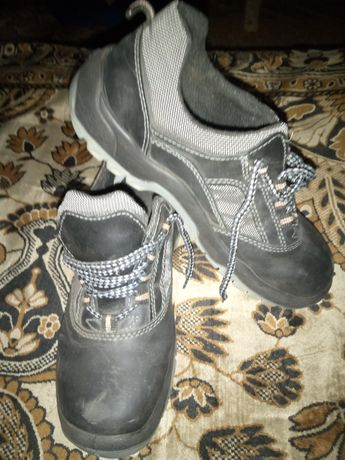 Рабочие ботинки ,