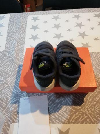 Adidasy chłopięce Nike r.22