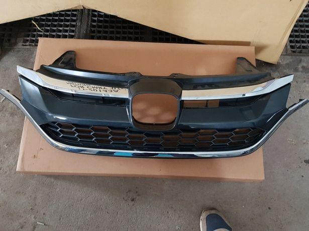 Рішотка радіатора Honda crv USA 2014