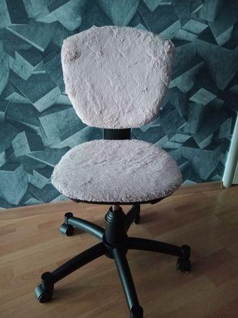 Fotel obrotowy włochaty