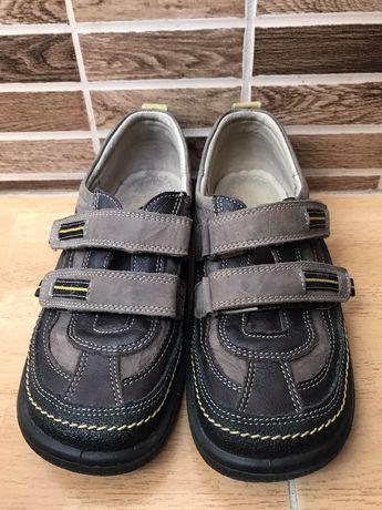 Шкіряні туфлі для хлопця