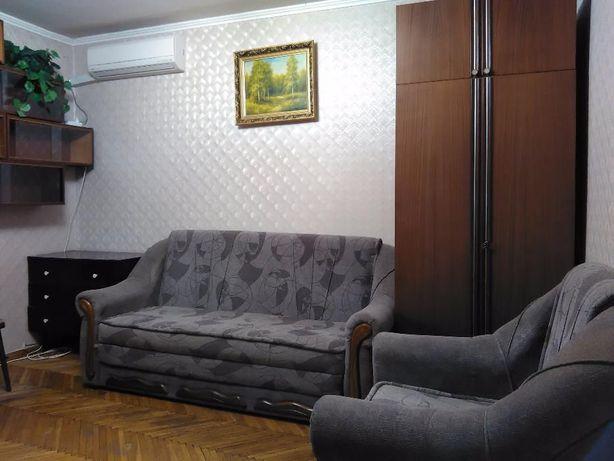 Куреневка, Макеевская 7. 2 к квартира посуточная аренда, Кондиционер