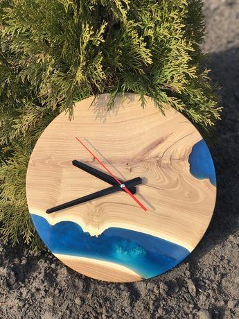 Часы из натурадьного дерева. Часы со смолой. Деревянные часы