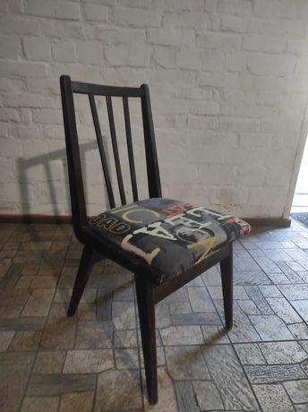 Продам 6 деревянных стульев