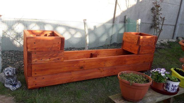 Donica ogrodowa wykonana z 30mm litego drewna.