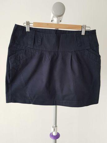 Krótka granatowa spódnica z kieszeniami