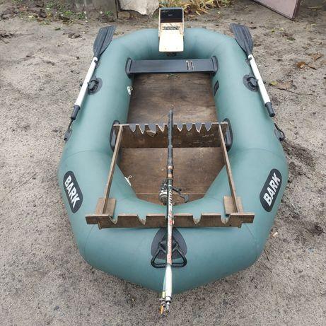 Продам надувную лодку Bark 2.40