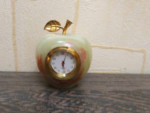 Часы яблоко Камень Оникс