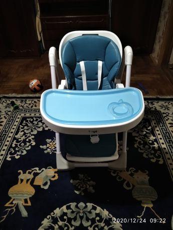 Стульчик для кормления Bugs Studio для детей от 6 месяцев и до трех ле
