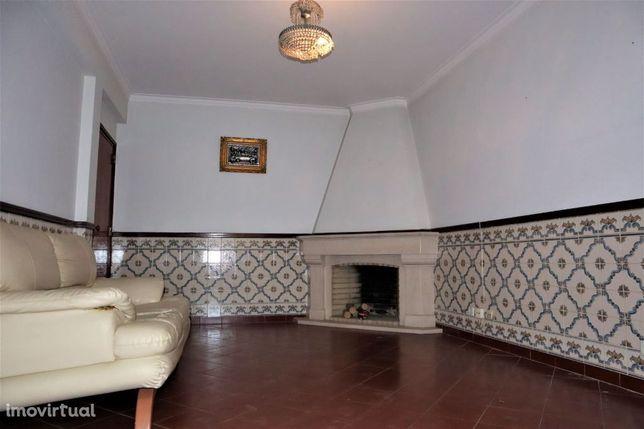Apartamento T2 com varandas e arrecadação - Algés