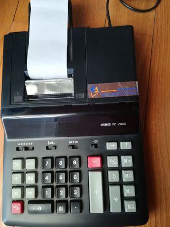 Máquina de calcular com fita de papel