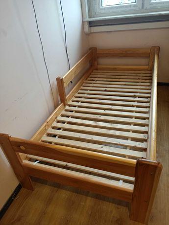 Łóżko sosnowe plus materac