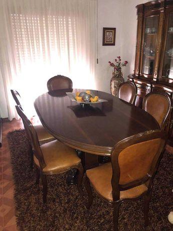 Mesa de sala com 6 cadeiras muito bonitas