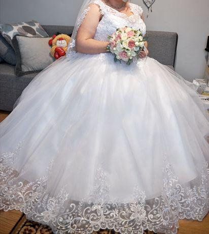 Suknia ślubna plus size regulowany
