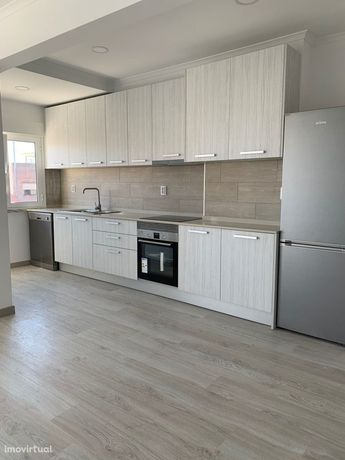 Apartamento T3 com remodelação total, a estrear, no centro de Queluz.