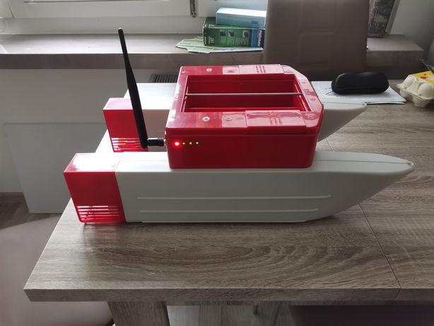 Łódka zanętowa katamaran + ładowarka samochodowa
