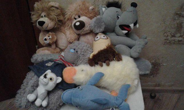 Мягкие игрушки львы,  волк, дельфин , утка, ми ту ю , миньон, лот.