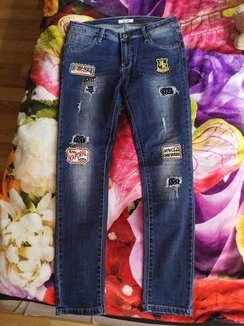 Spodnie jeansy naszywki ćwieki kiss pink